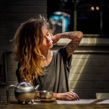 Woman-With-Tattoo-Long-Hair_AEubHzfYItqN_1600